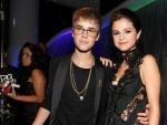 Does Justin Bieber Look Good Wearing Glasses?
