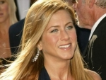 Jennifer Aniston to give birth in 2012