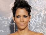 Model & Actress Halle Berry Beautiful Pics