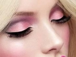 Best Makeup for Blonde Hair Type