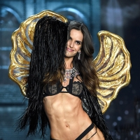 Victoria's Secret Fashion Show 2015 – Runway Looks