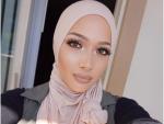 Nura Afia Cover Girl Signs Muslim Beauty Blogger