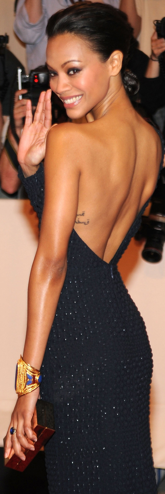 Zoe Saldanas Back Tattoo Translation Needed PHOTOS