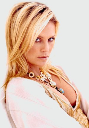 http://www.fashionstylestrend.com/wp-content/uploads/2011/09/charlize_theron-Hot.jpg