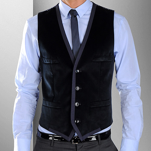 Watch video · Men Waistcoats Styling Ideas. Waistcoats can act as another layer in your outfit, or another color or even by adding a touch of pattern to your salestopp1se.gqoats can be easily accessorized which gives them more personality. Add a pocket watch for a touch of sophistication or a handkerchief for a splash of contrasting color and depth.