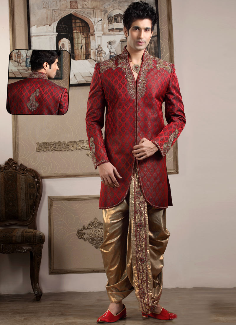 Manish Malhotra Latest Men Wedding Sherwanis Party Suits Collection Elegance, decency and style form a new combo when they are interwoven into the fascinating designs by Manish. He has his unique set of taste and ideas that could turn any fabric into a masterpiece.
