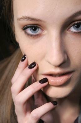 Cute dark nail polish trends