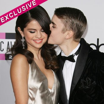 why is justin bieber dating selena gomez