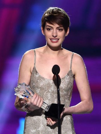Anne Hathaway Win Best Supporting Actress Award