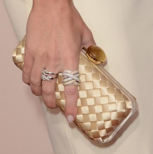 emily blunt justfab clutch graziela jewelry critics choice awards