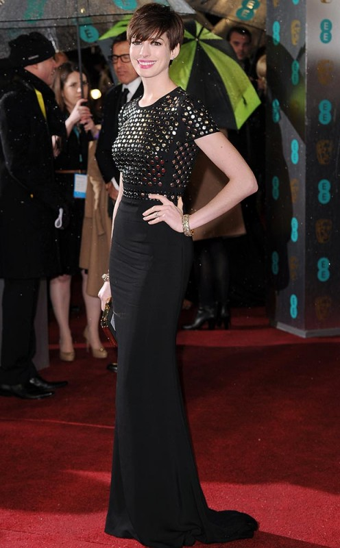 Anne Hathaway flies the flag for British style in Burberry