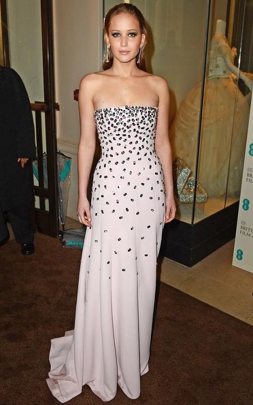 Jennifer Lawrence chose strapless Dior