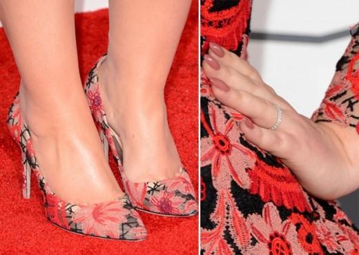 adele 2013 grammy awards wedding ring shoes nails