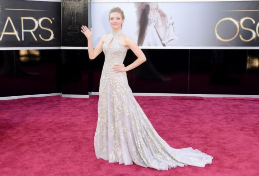 Amanda Seyfried at Oscars 2013 Red Carpet