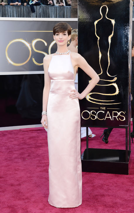 Anne Hathaway at Oscars 2013 Red Carpet