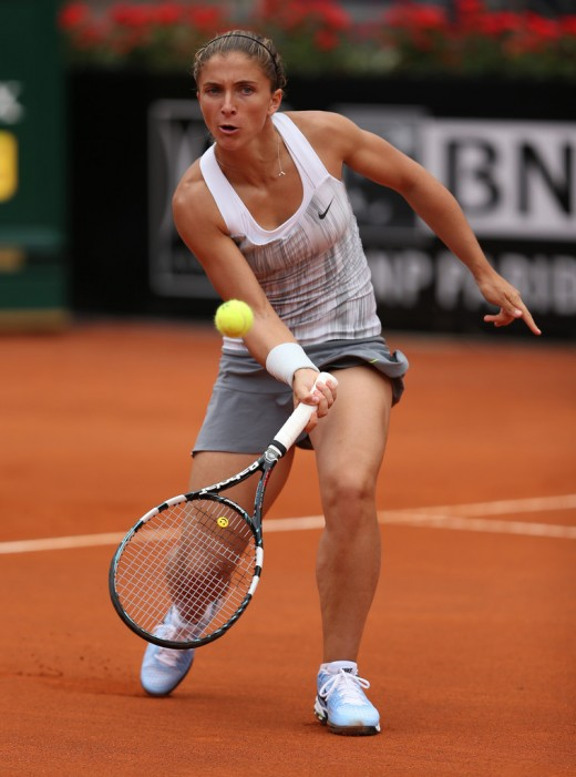 Sara Errani playing Shot