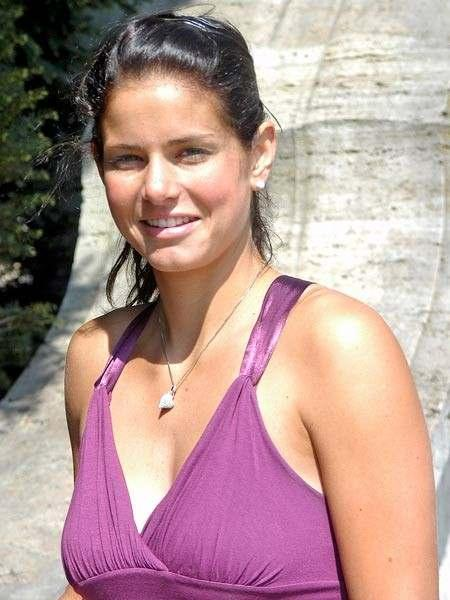 Julia Goerges hot top image