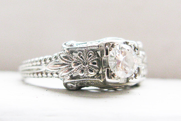 10 Traditional Engagement Rings Pic