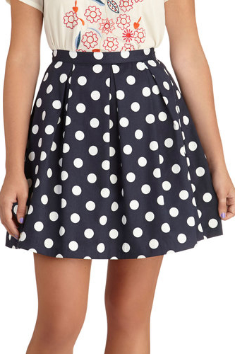 Hot & Perfect Trends for Curvy Girls Polka Dots Skirt