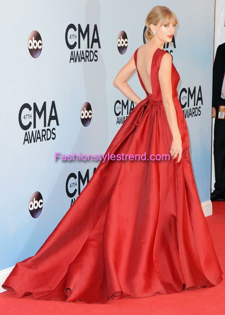 Taylor Swift Back of Red Dress CMA Awards 2013