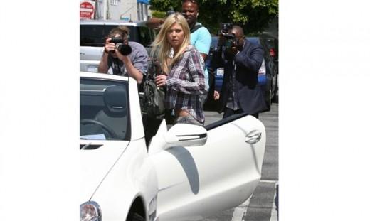 Tara Reid with luxury Car Mercedes SLK Pictures
