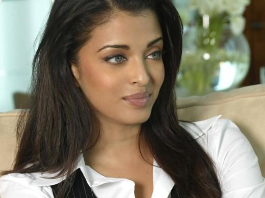 Indian Actress Aishwarya Rai Bachchan Beautiful Photos