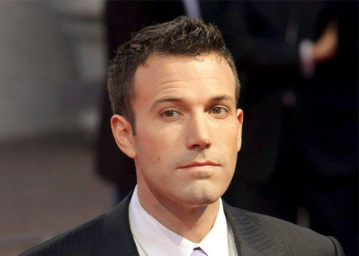 Ben Affleck in Luxury Auto Land Rover Discovery Wallpapers