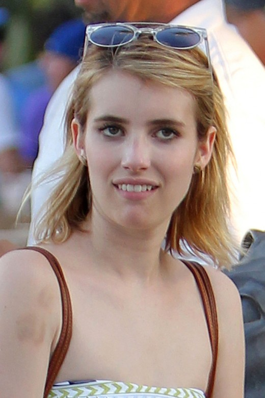 Emma Roberts with her Super Car Range Rover Pictues