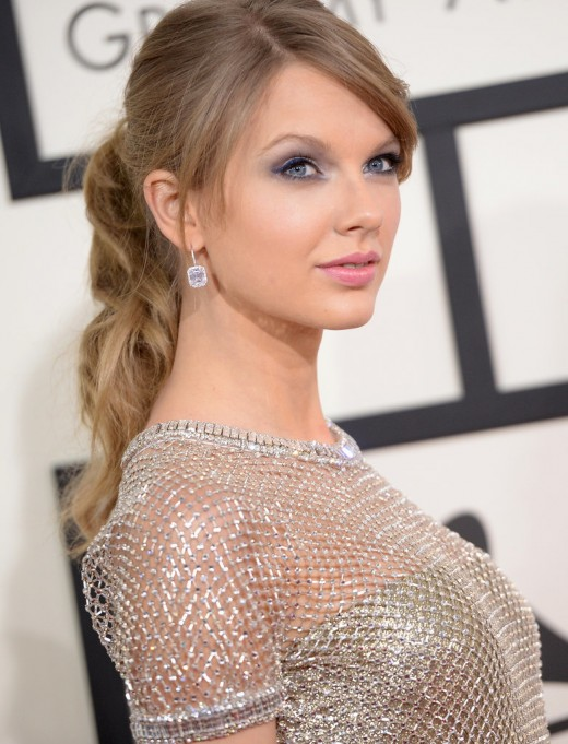 Make Taylor Swift Hair in Pony At Home