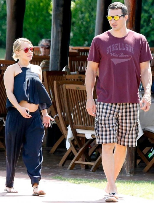 Hayden Panettiere reveals Baby Bump in Navy Blue Crop Top