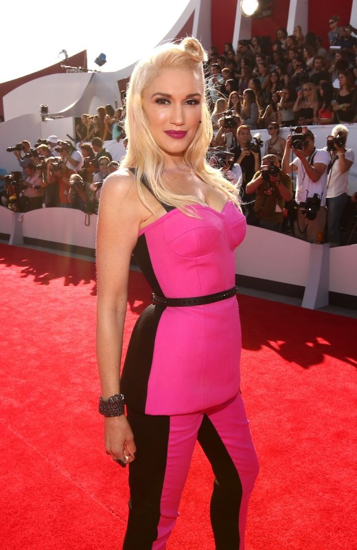 Pink Lips & Slicked Back Hair in VMA Red Carpet 2014