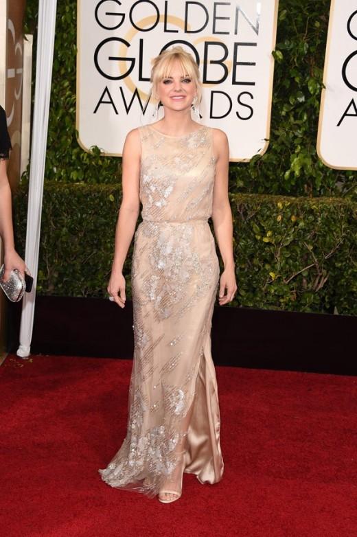 anna faris hot dress on red carpet of golden globes 2015