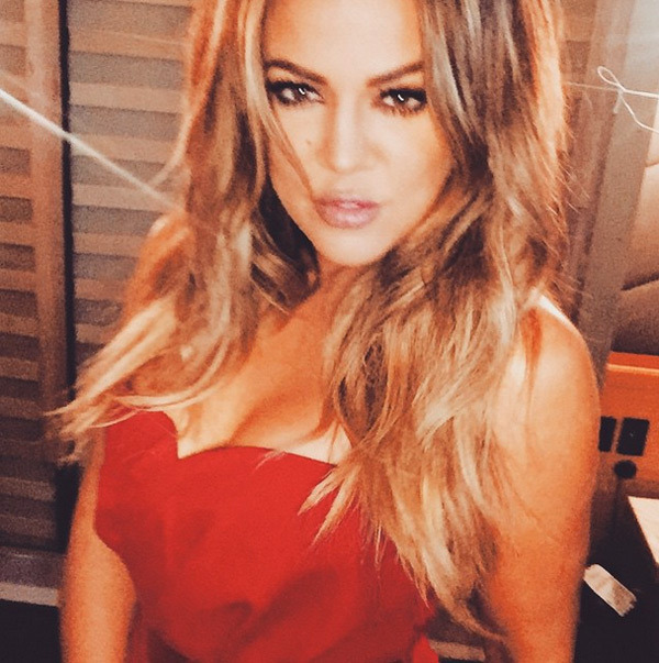 Khloe Kardashian hot red look at 2015 Oscars