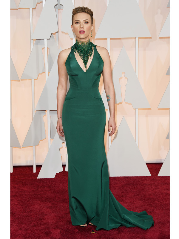 scarlett johansson oscars 2015 academy awards red carpet pictures