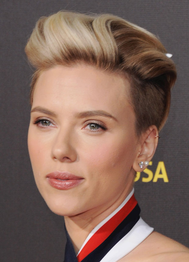 Scarlett Johansson Undercut And Romantic Makeup Look