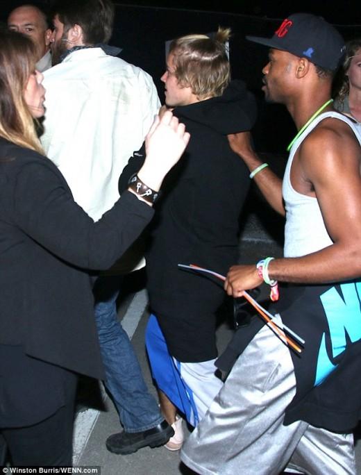 Justin Bieber Coachella Chockhold Picture