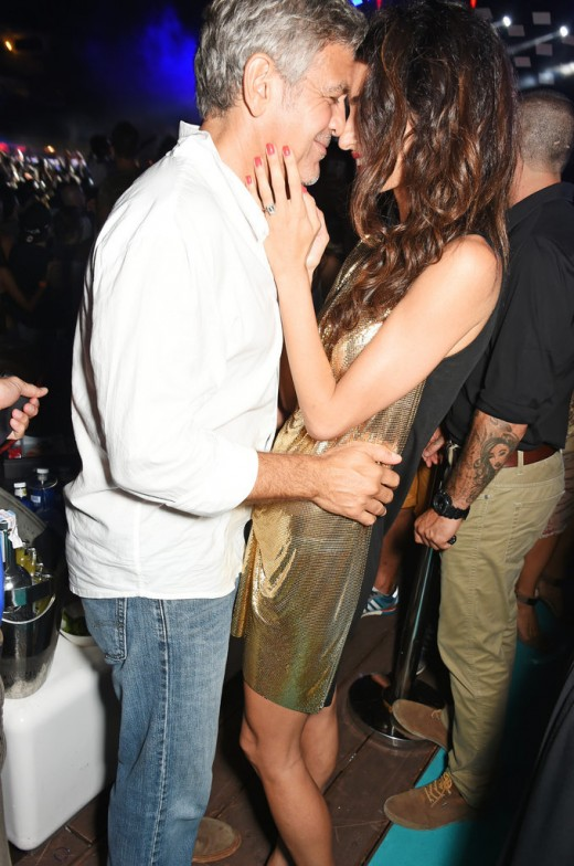 When-Amal-cuddled-up-George-she-offered-us-glimpse