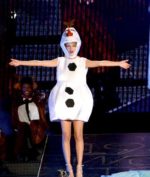 Taylor Swift Dressed as Olaf