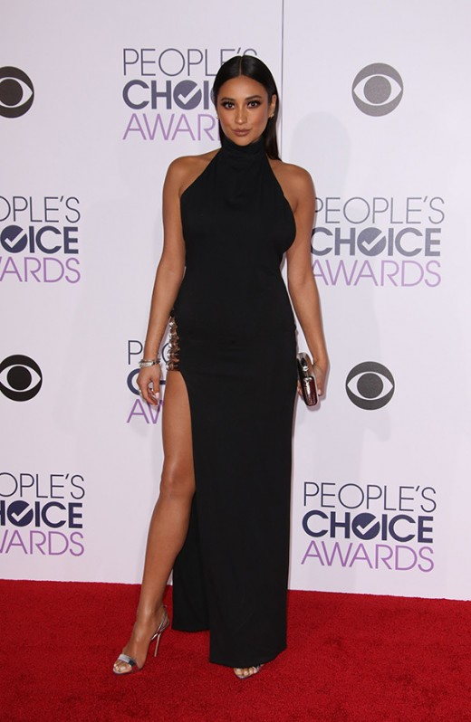 shay-mitchell-peoples-choice-awards-2016
