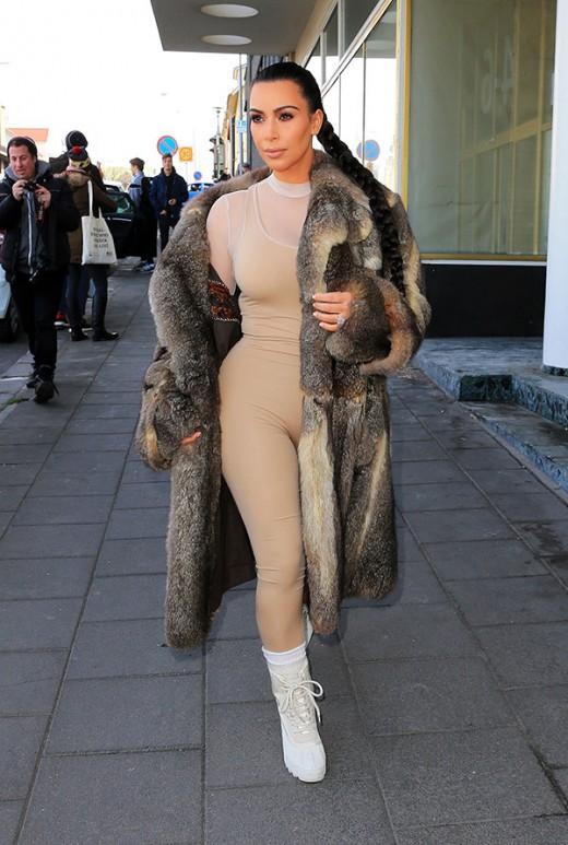 Kim Kardashian Shows Naked in Skin Color Bodysuit