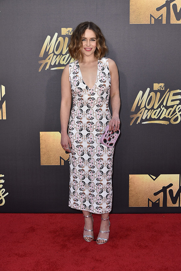 emilia clarke mtv movie awards red carpet photos fashion