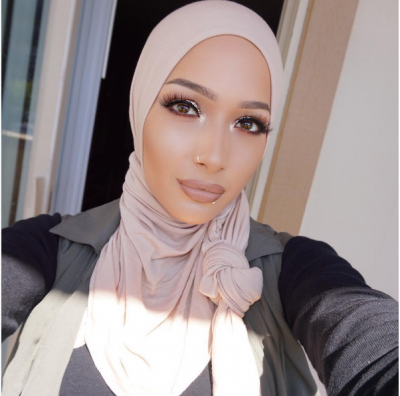 Nura Afia Cover Girl Signs Muslim Beauty Blogger
