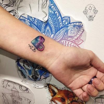 03-ladeesse-wrist-heart-galaxy-tattoo