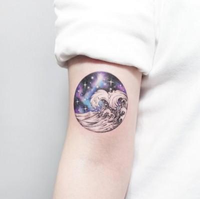 11-tattooist_ida-arm-waves-galaxy-tattoo