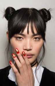 thumbs_12-jeremy-scott-fall-2017-red-gold-star-nails