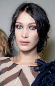 thumbs_21-alberta-ferretti-fall-2017-red-black-eyeshadow-tousled-hair