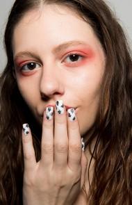 thumbs_22-bibu-mohapatra-fall-2017-white-nails-black-splatter-design