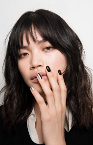 thumbs_28-monse-fall-2017-black-manicure-silver-accent-nails